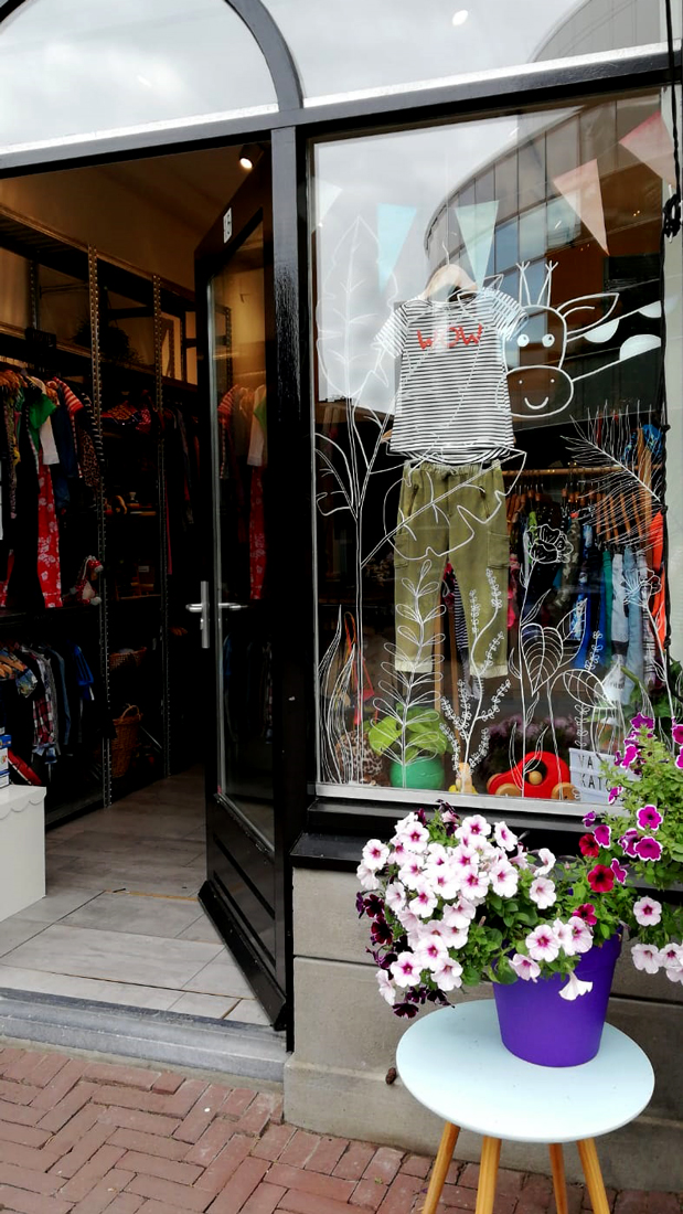 Window drawing | kids clothes store | CLM Art